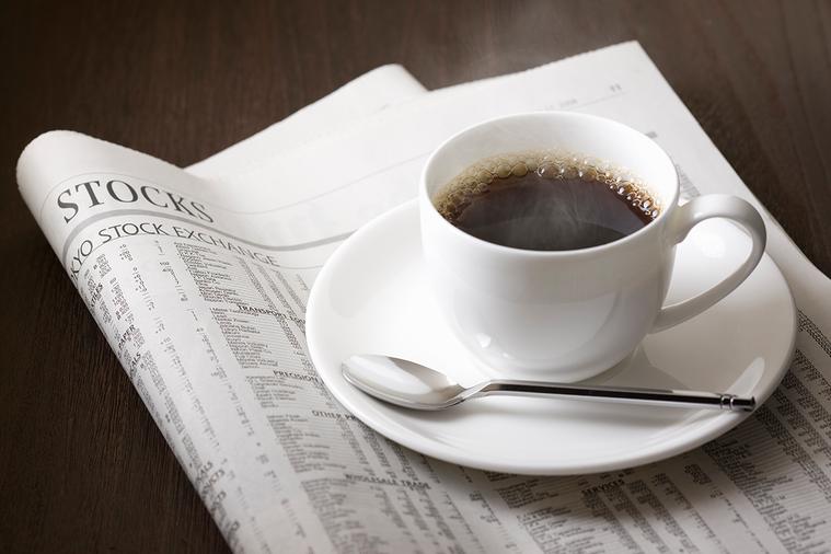 研究指出定期飲用咖啡與綠茶可降低心臟疾病與中風患者早逝的風險。 圖/ingima...