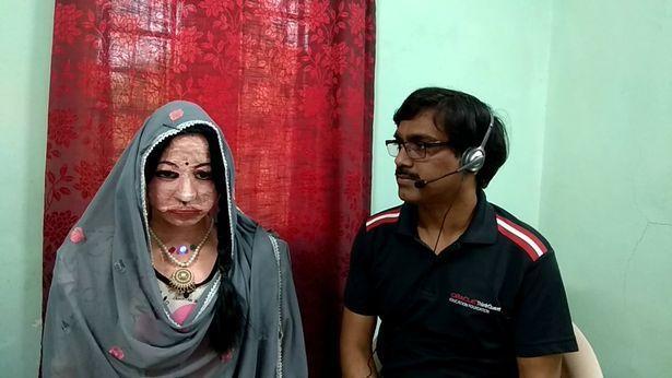 印度一名電腦科學老師,自行研發出了一台會說38種語言的機器人。圖擷自Daily Star