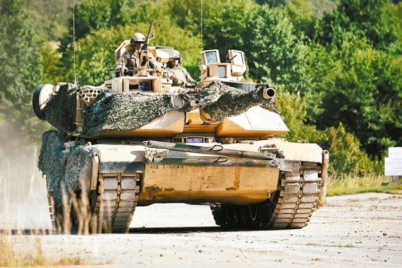 台灣對美採購108輛M1A2T戰車,預計駐守六軍團。軍方透露,美方日前已派員來台,現勘包括保修廠、訓場等工程,目前規劃在新竹縣新豐鄉坑子口建構符合M1A2T的戰車訓場,預計民國112年完工。圖翻攝自美國國防部網站