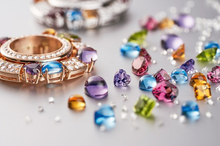 Allegra系列珠寶表以自由奔放的方式呈現寶石純粹繽紛之美。圖/寶格麗提供