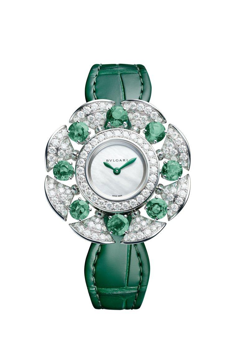 Divissima系列祖母綠與鑽石珠寶腕表,約191萬2,000元。圖/寶格麗提...