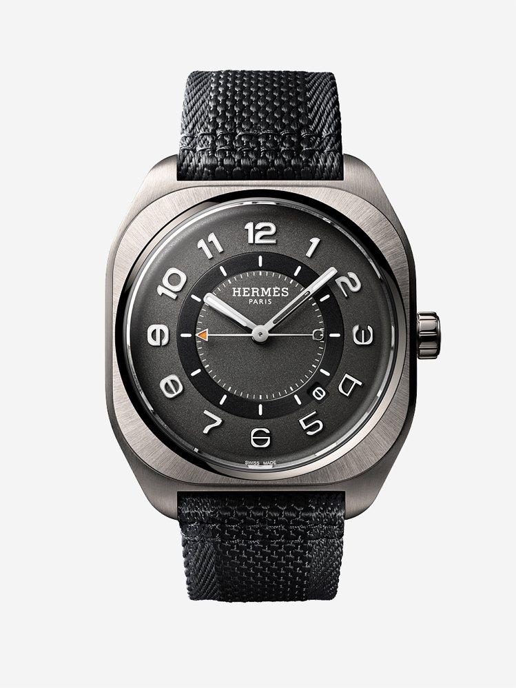 愛馬仕H08鈦金屬自動腕表配編織表帶,16萬9100元。圖/愛馬仕提供