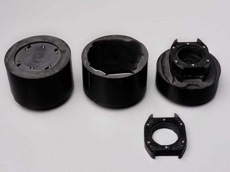 愛馬仕H08腕表示品牌首度採用石墨烯複合材質為表殼的表款。圖/愛馬仕提供