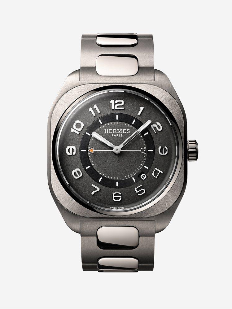 愛馬仕H08鈦金屬自動腕表配鈦金屬鍊帶,18萬6400元。圖/愛馬仕提供