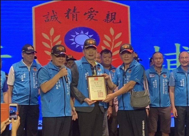 前高雄市長韓國瑜(前排中)去年9月到新竹縣參加陸軍官校專修班2020年會。本報資料照
