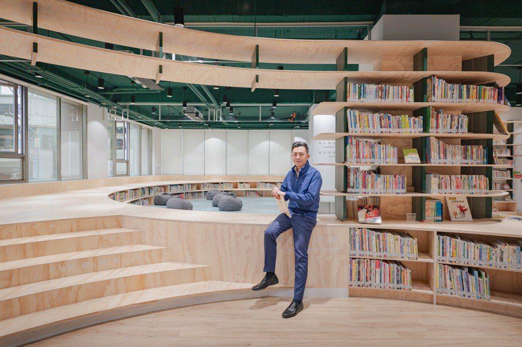 林智堅訪視童書館龍山分館。圖/新竹市政府提供
