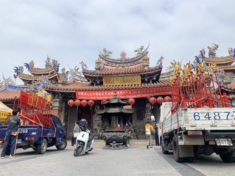 台中市東區樂成宮將在明天上午起駕遶境,台中市第三警分局在沿線都安排警力,疏導交通。圖/第三警分局提供
