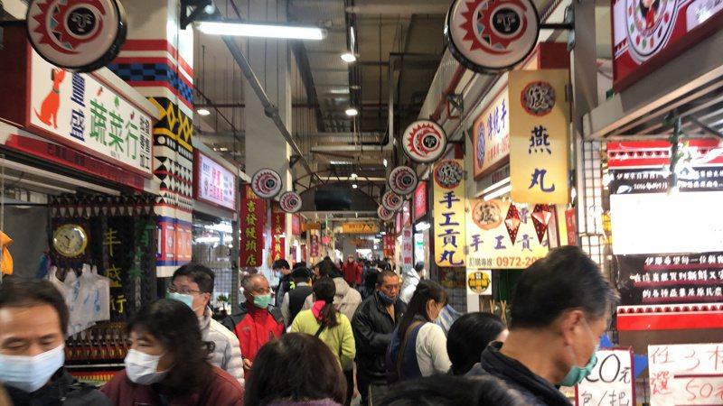 台中市主計處公布三月物價指數丶營造工程物價指數,較去年同期都漲。記者陳秋雲/攝影
