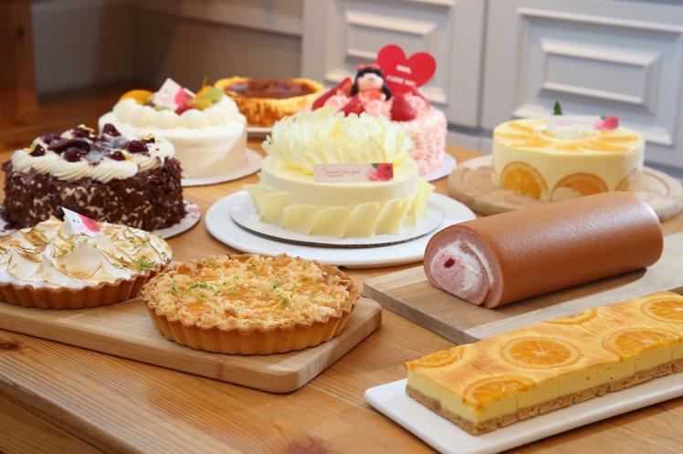 亞尼克針對母親節,推出多款新品與經典蛋糕。記者陳睿中/攝影