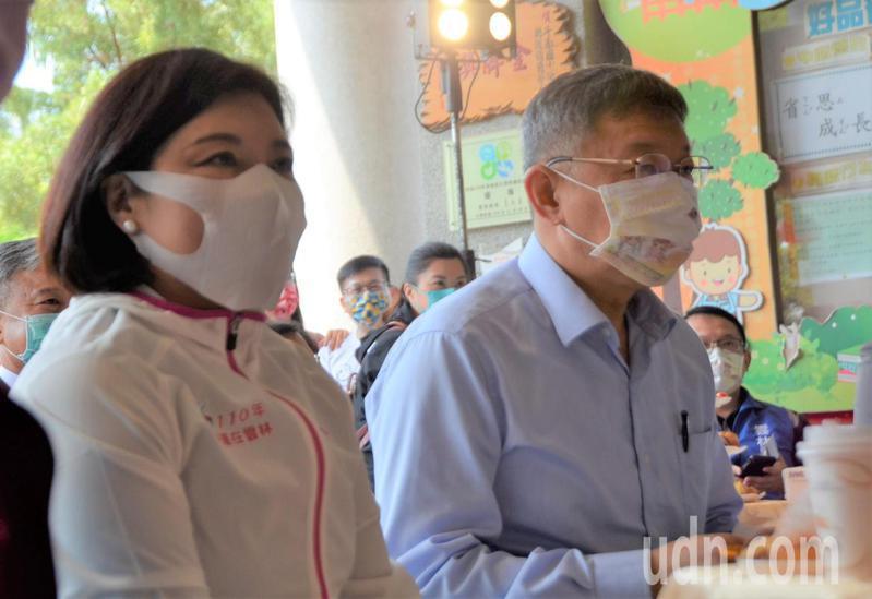 台北市長柯文哲(右)明天將接種AZ疫苗,雲林縣長張麗善(左)則表示目前積極評估中。記者陳苡葳/攝影