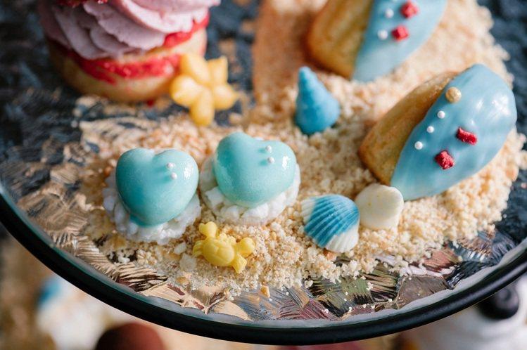 「湛藍海洋瑪德蓮」淡藍色的貝殼外觀,讓人捨不得吃下肚。圖/COZZI Blu提供