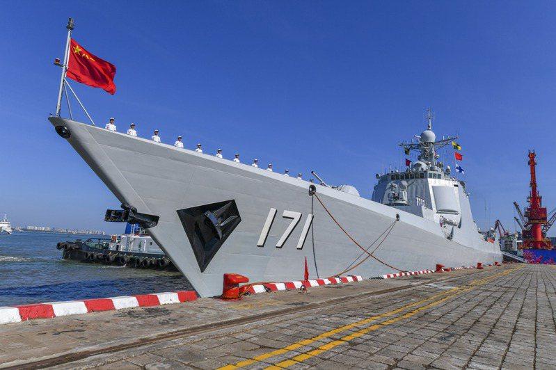 素有「中華神盾」美譽的中共海軍海口艦。中新社