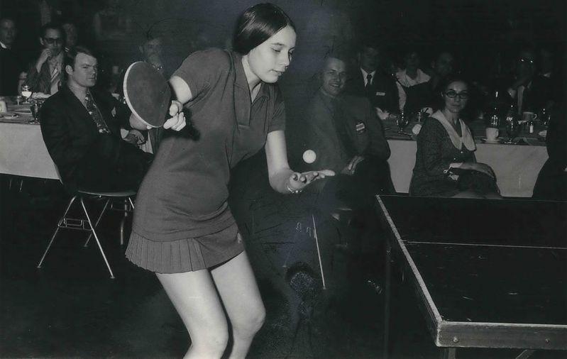 15歲的美國隊選手茱蒂.波琴斯基1971年在北京進行乒乓外交。圖為波琴斯基打球英姿。圖/取自美國桌球隊官網