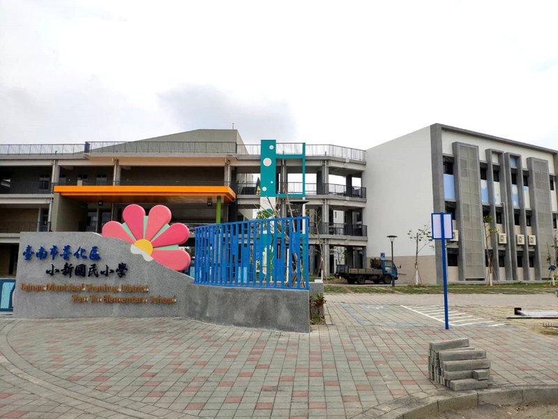 台南善化小新國小師生,將搬入新校區上課,全新校舍美輪美奐。記者謝進盛/攝影
