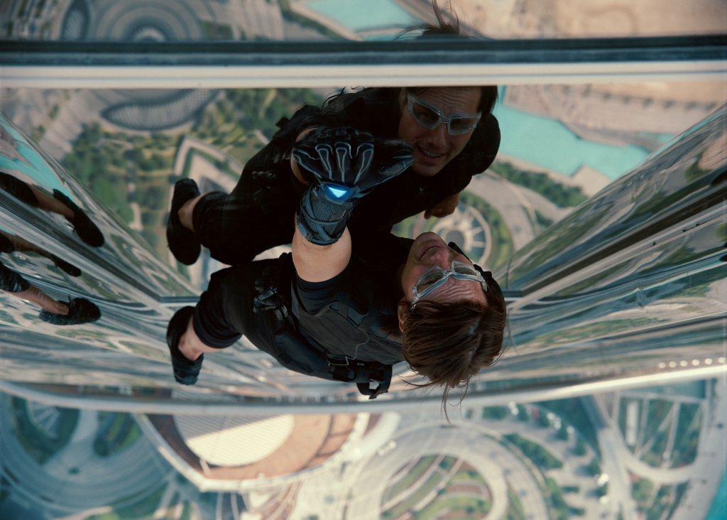 高難度危險動作戲,反而讓湯姆克魯斯愈拍愈振奮。圖/摘自imdb