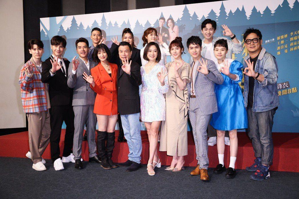 三立華8戲劇「三隻小豬的逆襲」首映會,演員們齊聚。記者沈昱嘉/攝影