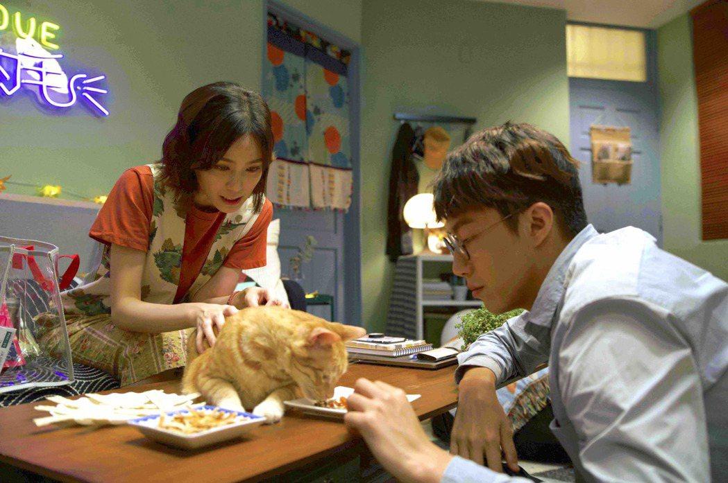 辛樂兒(左)在「都嘛是你的毛」劇中愛慕蔡凡熙多年。圗/七十六号原子提供