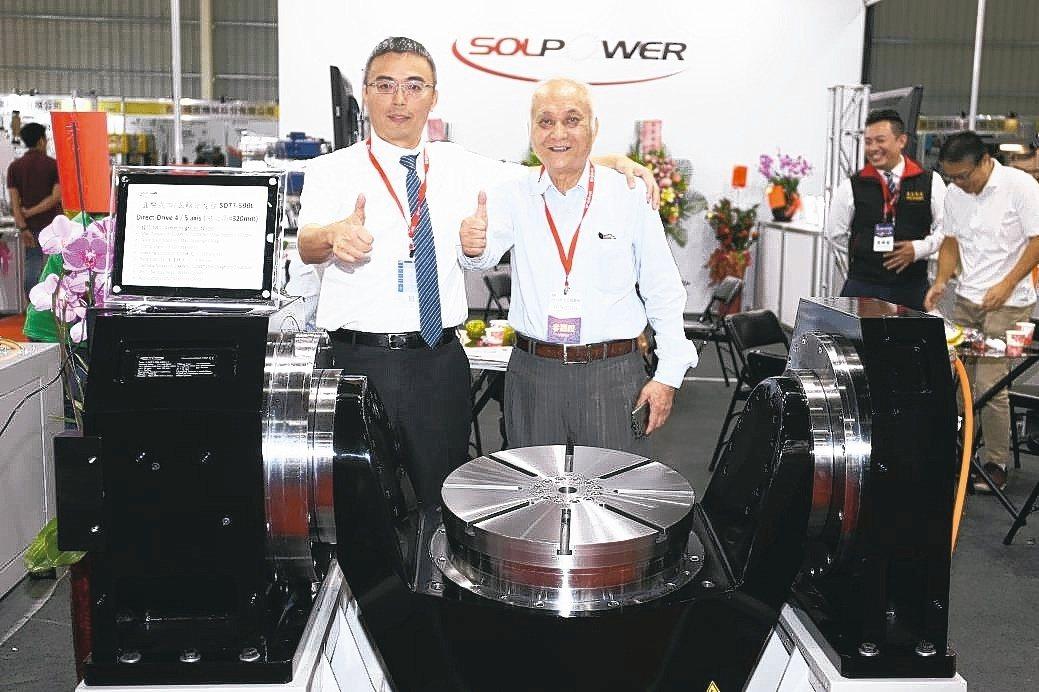 晟昌機電公司董事長彭昭群(左)。黃奇鐘/攝影