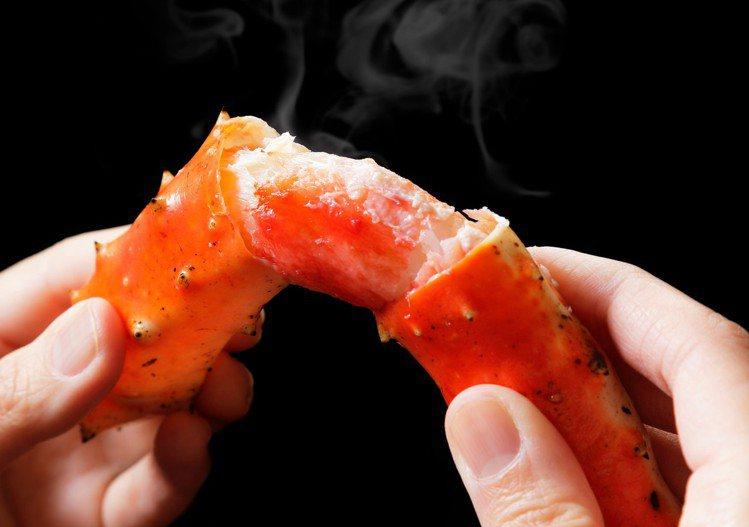 清蒸帝王蟹腳。圖/頂鮮台南擔仔麵提供