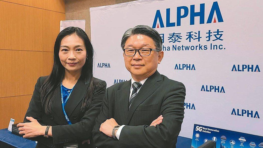 明泰董事長黃文芳(左) 。 (本報系資料庫)