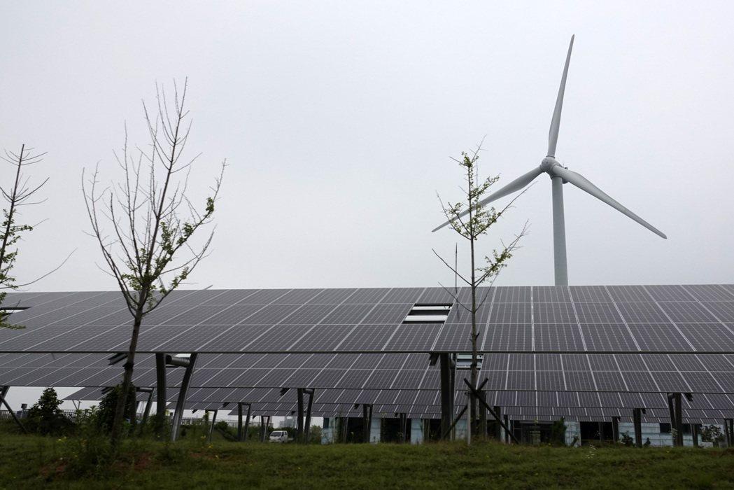 ESG投資趨勢興起,愈來愈多台灣企業將ESG理念導入企業經營,國人對永續概念認同...