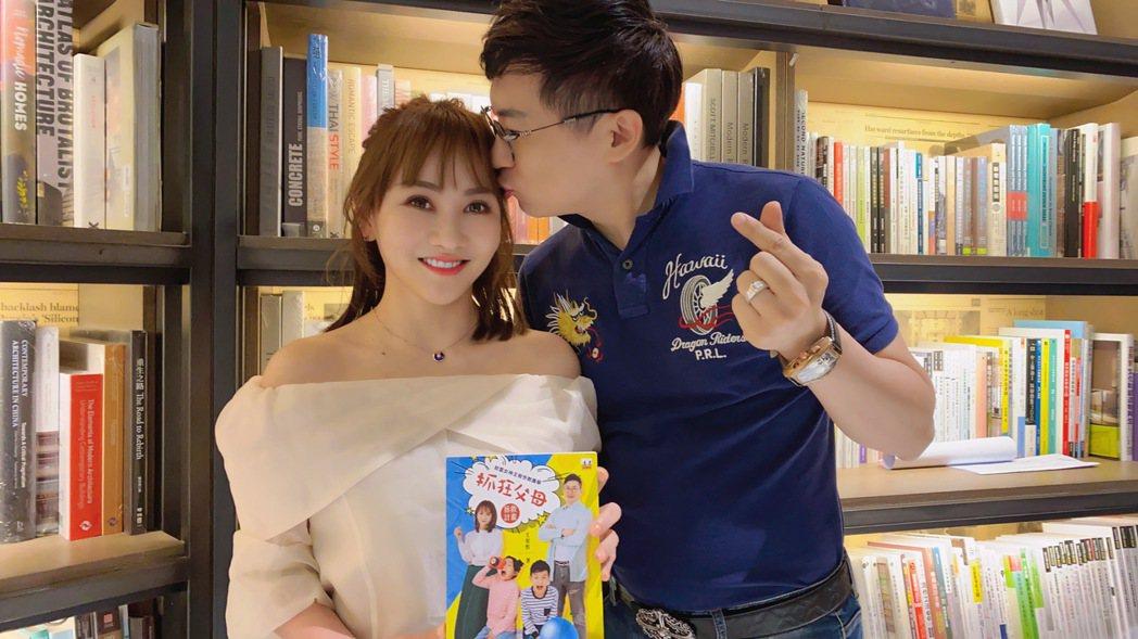 王宥忻(左)和老公翁總歡慶結婚10周年。圖/固力狗娛樂提供