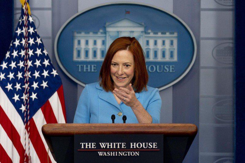 美國白宮新聞團隊驚傳遭滲入,一名網友竟假扮記者還成功向白宮女發言人莎奇提問。圖為白宮女發言人莎奇。(美聯社)