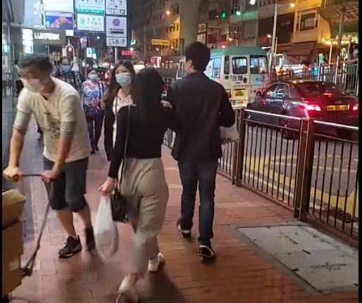 香港餐廳「元朗花甲粉」老闆於直播爆料一對男女訂外送卻多次與「餐點打翻」、「錯誤餐點」為由要求退款,疑似「吃霸王餐」,引起網友熱議。圖翻攝自元朗花甲粉FB