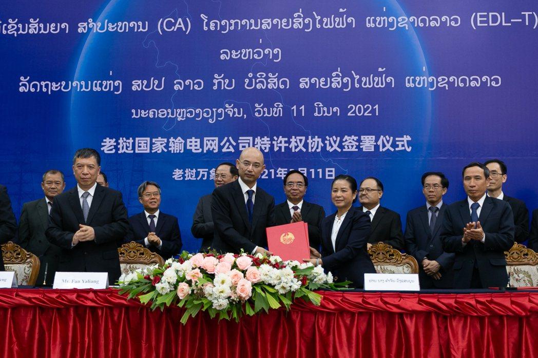 2021年3月,寮國與中國簽署為期25年的電網特許協議。 圖/新華社