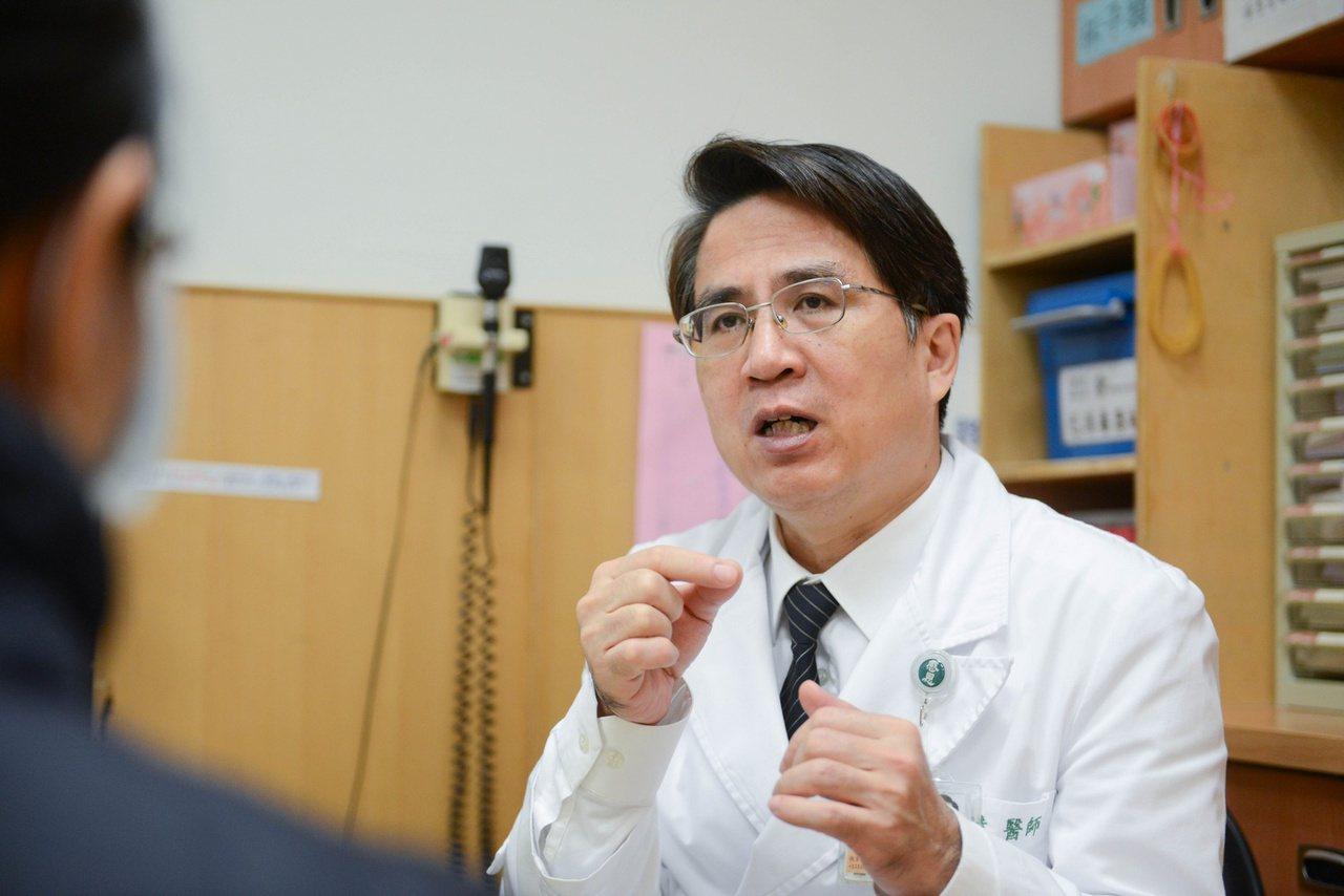 台北慈濟醫院神經外科主任徐賢達說,有民眾因三叉神經問題造成牙痛,被誤診為蛀牙,若...