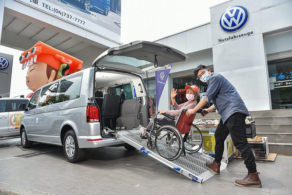 「青銀共享車」以IPC福祉車為主體,而衍生出許多不同用車機能:既可滿足年長或行動...
