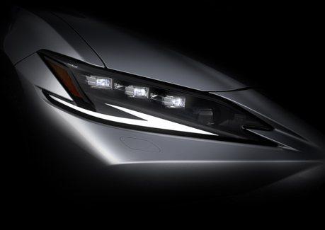 新式頭燈搶先現身!小改款Lexus ES預告4/19上海車展發表