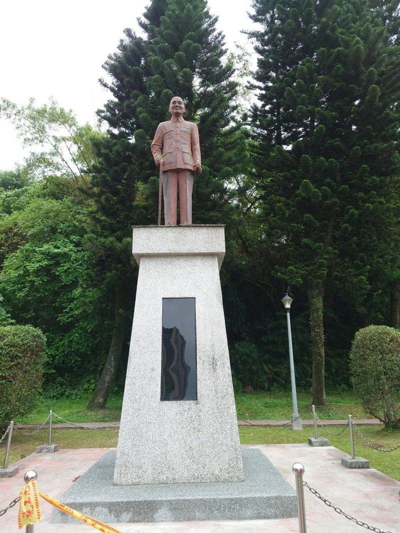教育局表示,目前調查台北市已有8個移除,剩下64座銅像未移除。圖/林穎孟提供