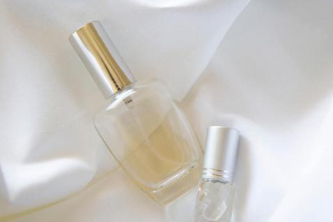 製造香水對環境的傷害不小,對土地和水資源都造成可觀浪費。 圖/unsplash