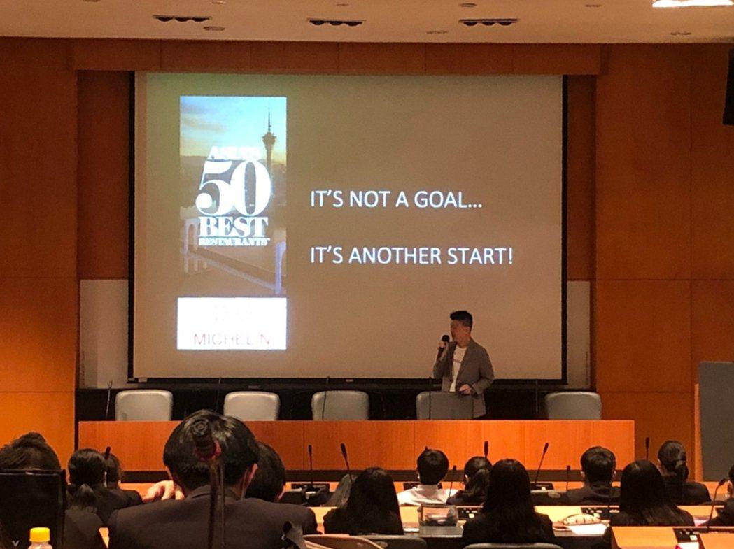 台北米其林二星RAW餐廳前主廚黃以倫與學生分享經驗。 弘光科大/提供。