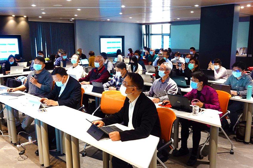 中華大學各院系之專業教授群除持續開設跨領域AI專業課程,更進一步的將AI國際證照...