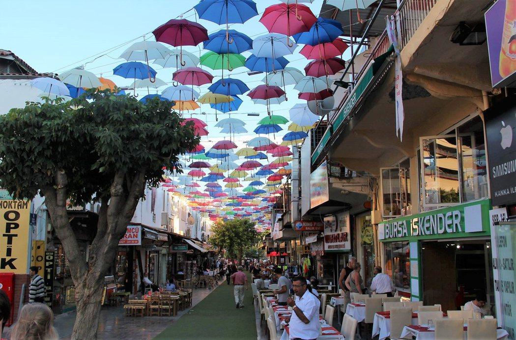 不落人後的雨傘街