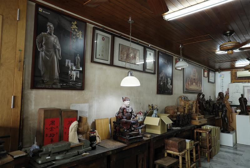 陳啟村自家設有工作室,提供弟子學習,傳承技法。