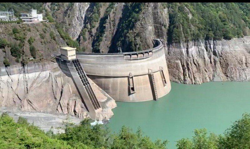 德基水庫蓄水量不斷下降。圖/警方提供