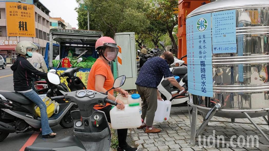 台灣自來水公司第四區管理處處長穆岳鈞說,明起再次進入限水期,水公司會加快臨時取水...