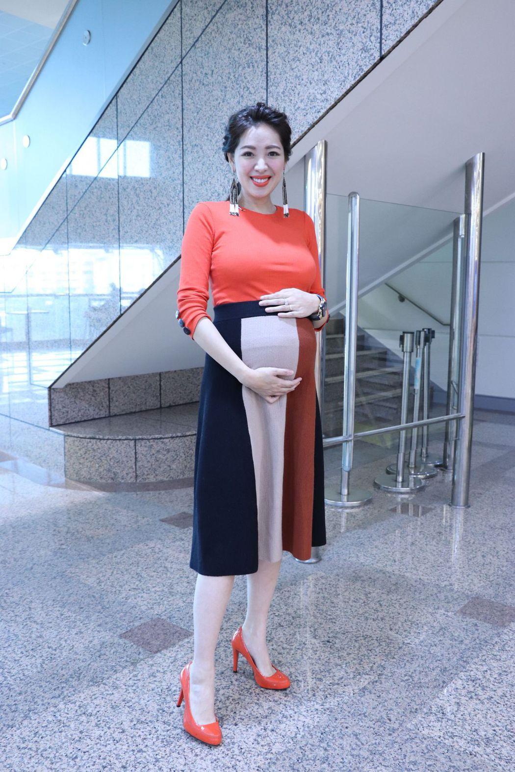劉伊心懷孕8個月,下個月就要臨盆生產。圖/中天提供