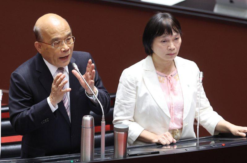 行政院長蘇貞昌(左)3月中在立法院表態,支持促轉會再延任,右為促轉會主委楊翠(右)。 圖/聯合報系資料照片