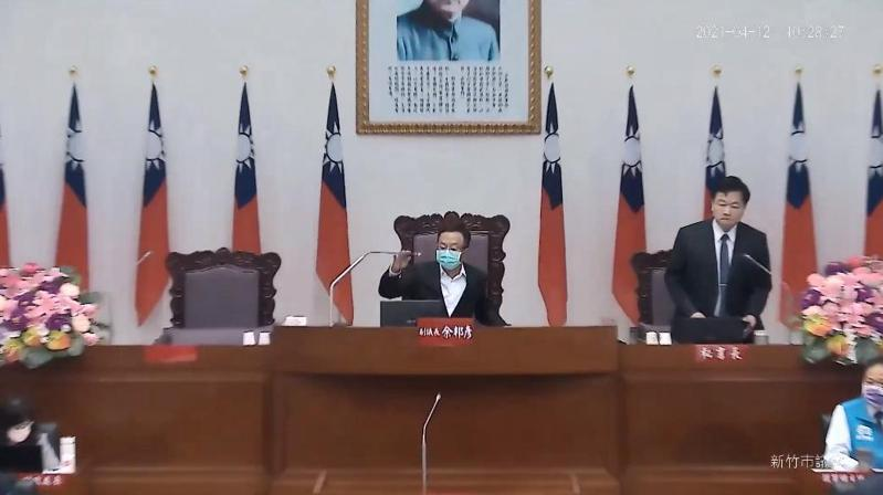 新竹市議會議長許修睿今在議會提案,建議增加「長者健檢加值運動處方」,讓銀髮族樂活,獲議會通過,由市政府列為未來施政參考。記者王駿杰/翻攝