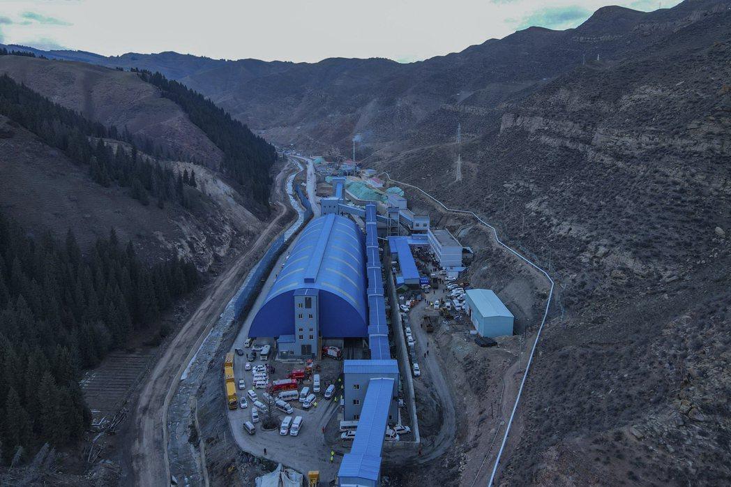 發生淹水災變的新疆豐源煤礦,新疆因有低成本的燃煤電廠,生產多晶矽成本較低。美聯社