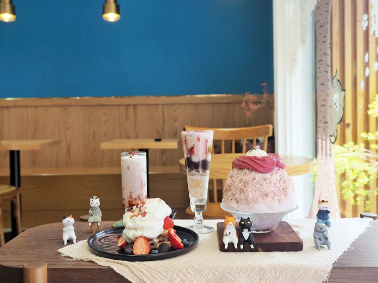 金雞母Jingimoo與圖文作家貓小姐Ms.Cat聯名合作,推出限定甜品與冰品。...