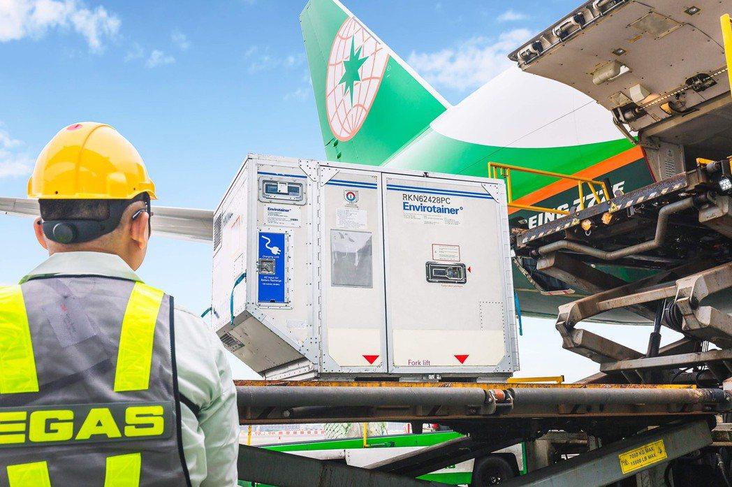長榮航空及長榮航勤日前分別取得國際醫藥冷鏈運輸認證,此次推出新版貨運全球資訊網,...