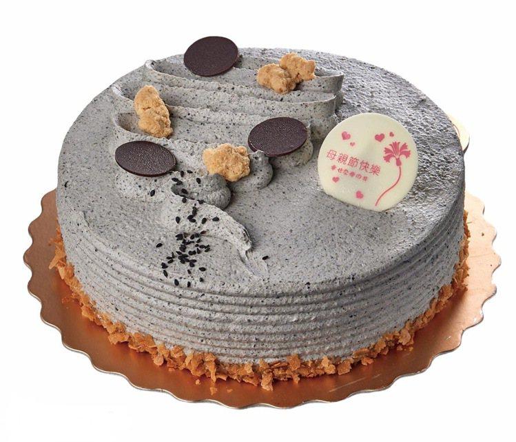 8吋純香黑芝麻花生蛋糕,售價458元。圖/家樂福提供