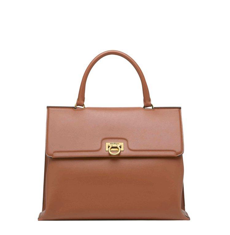 TRIFOLIO紅棕色小牛皮手提包(大),84,900元。圖/Salvatore...