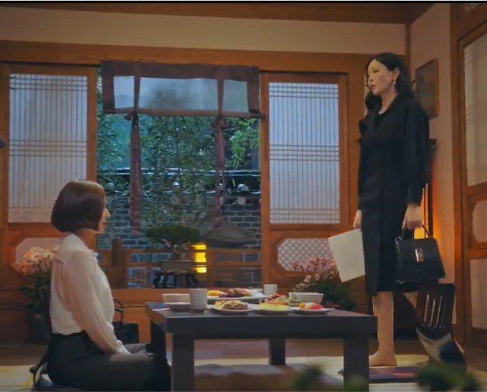 金素妍在戲中拎Salvatore Ferragamo BOXYZ提包