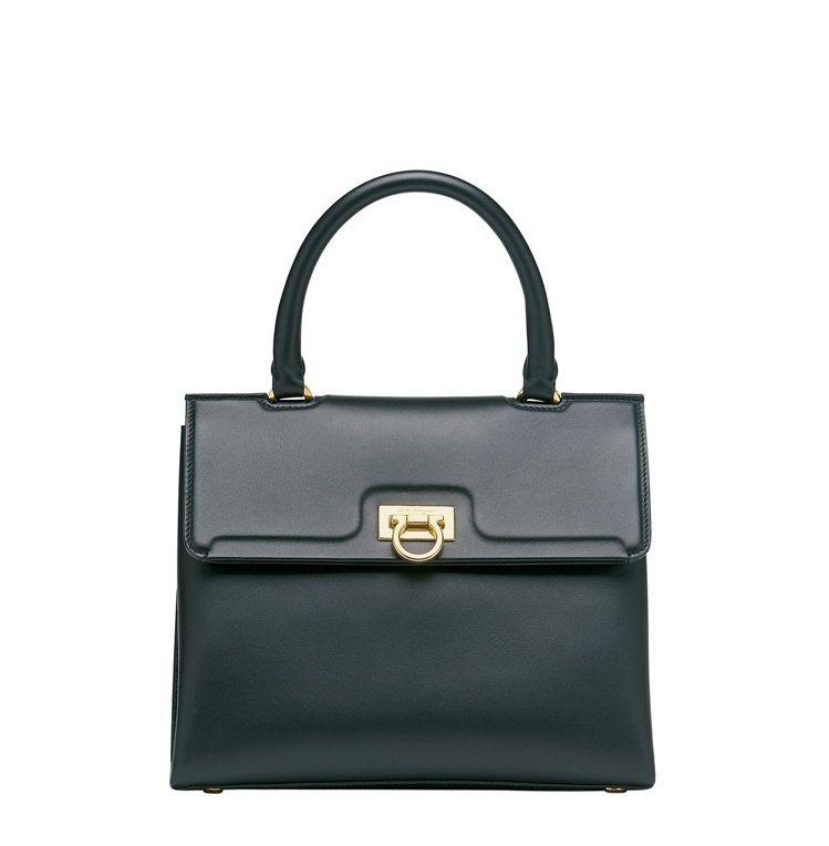TRIFOLIO黑色牛皮手提包(中),77,900元。圖/Salvatore F...